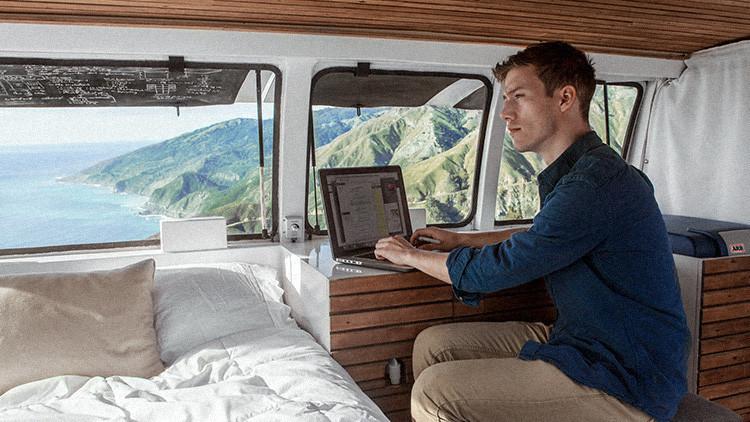 Fotos: Cómo transformar una vieja furgoneta en vivienda y lugar de trabajo