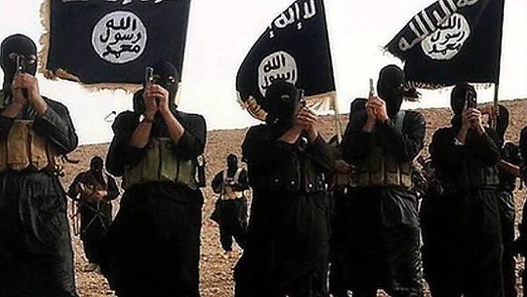 El Estado Islámico decapita a una niña de 4 años y mancha las manos de su madre en sangre
