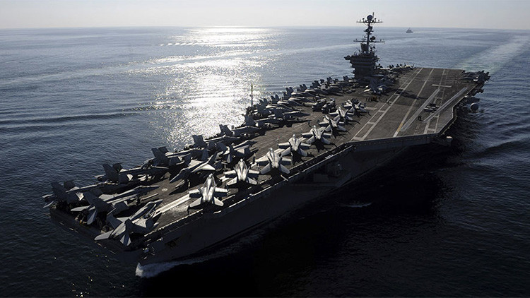 Un barco chino espía a un portaaviones de EE.UU. tras sus maniobras militares en Asia-Pacífico