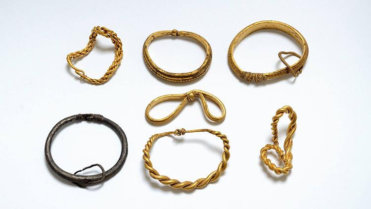 Realizan en Dinamarca el mayor hallazgo de oro de la época vikinga