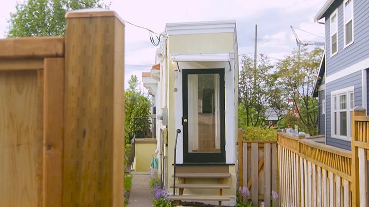 Video: La diminuta casa de un metro de ancho que cuesta 499.000 dólares