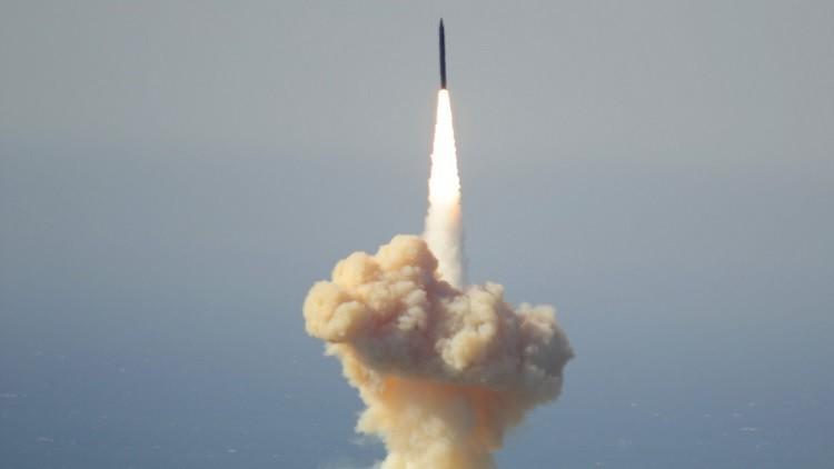 Un interceptor de largo alcance basado en tierra es lanzado desde la base Vandenberg de la Fuerza Aérea de EE.UU., California, el 28 de enero de 2016.