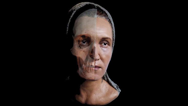 Restauran la imagen de una sacerdotisa 'alienígena'