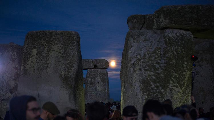 Así fue la 'luna de fresa', el deslumbrante fenómeno que se da cada 50 años (video, fotos)