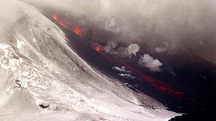 """Científicos advierten que la 'puerta del infierno' puede entrar en erupción en """"cualquier momento"""""""