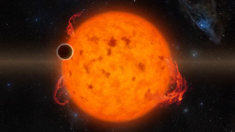 Astrónomos descubren un planeta gigante que no tendría que existir (VIDEO)