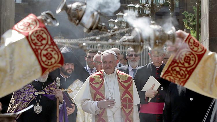 """El papa Francisco vuelve a condenar el """"genocidio armenio"""" durante su visita a Ereván"""