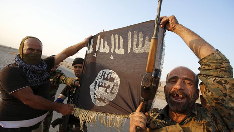 Crucificado y apuñalado en el corazón: El Estado Islámico realiza una nueva ejecución espeluznante