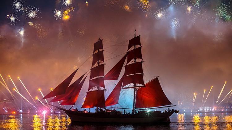 Velas Escarlata alumbra San Petersburgo con vistosos fuegos artificiales (Video)