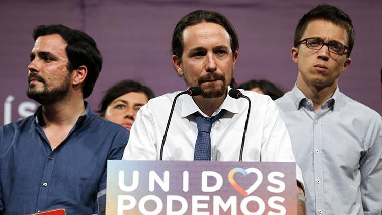 El líder del partido Podemos, Pablo Iglesias (centro), que hace parte de la coalición Unidos Podemos, interviene después de las elecciones generales de España en Madrid, 26 de junio de 2016.