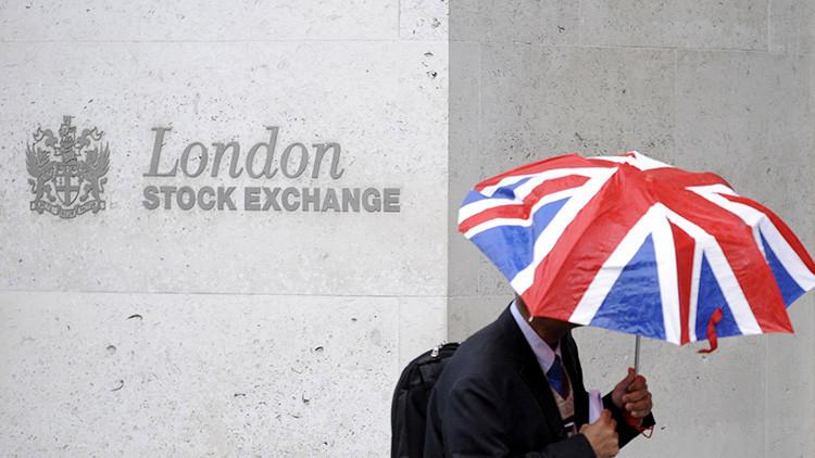 El desplome en la Bolsa de Londres hace temblar a gigantes bancarios, aerolíneas e inmobiliarias