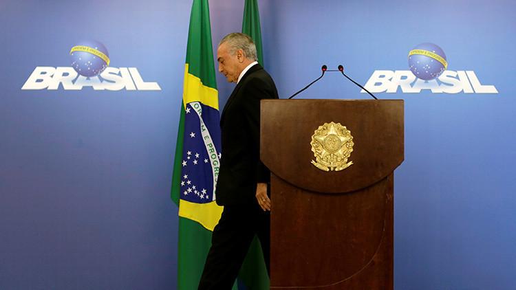 El presidente de Brasil, Michel Temer, se retira tras un discurso en el Palacio Planalto, en Brasilia.