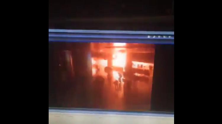 Video: Cámaras de seguridad captan el momento exacto de la explosión en el aeropuerto de Estambul