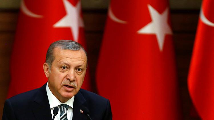 """'Der Spiegel': """"El Kremlin ha puesto de rodillas al orgulloso y terco Erdogan"""""""