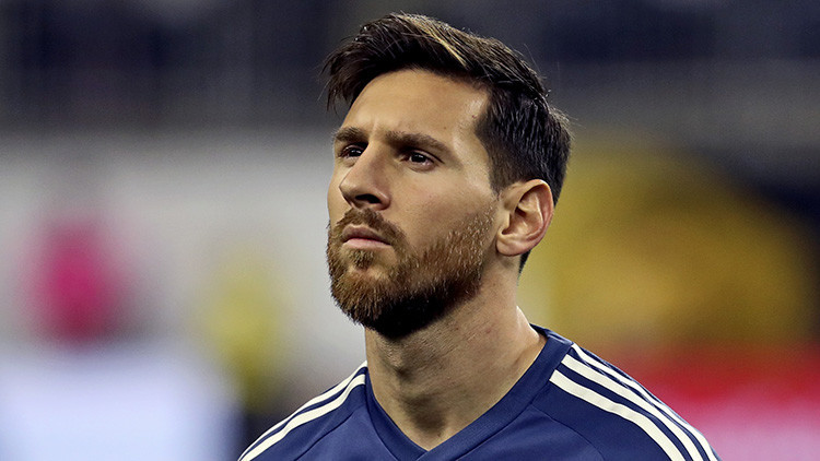 Una maestra pide a Lionel Messi que no abandone la Selección argentina