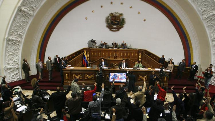 ¿Quién disuelve a quién?: La pugna entre la Asamblea y el TSJ en Venezuela