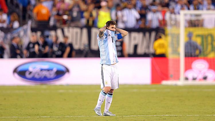 Messi solo contra el mundo: la foto que explica la derrota de Argentina en  la Copa América