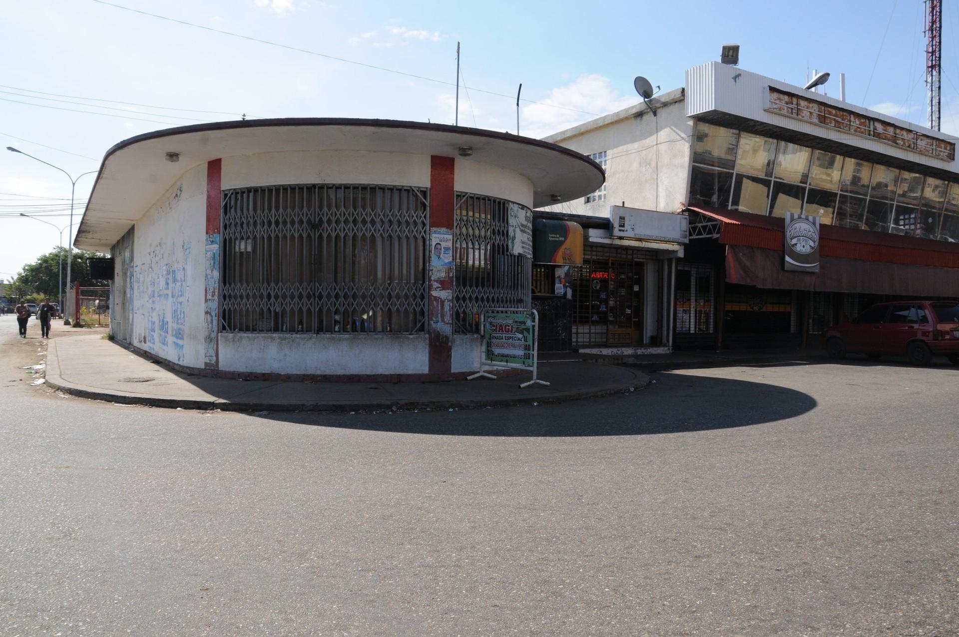 """Este edificio es la antigua Casa del regalo fundada por Pujol. Aún está en pie en Lagunillas"""" / Foto: José Luis Rojas (Venezuela)"""