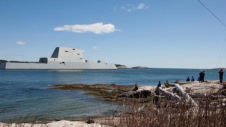 El destructor USS Zumwalt (DDG 1000) cerca de las costas de Maine, EE.UU.