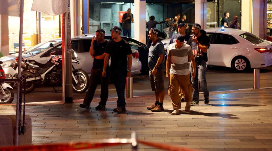 Los agentes de seguridad de Tel Aviv tras el tiroteo