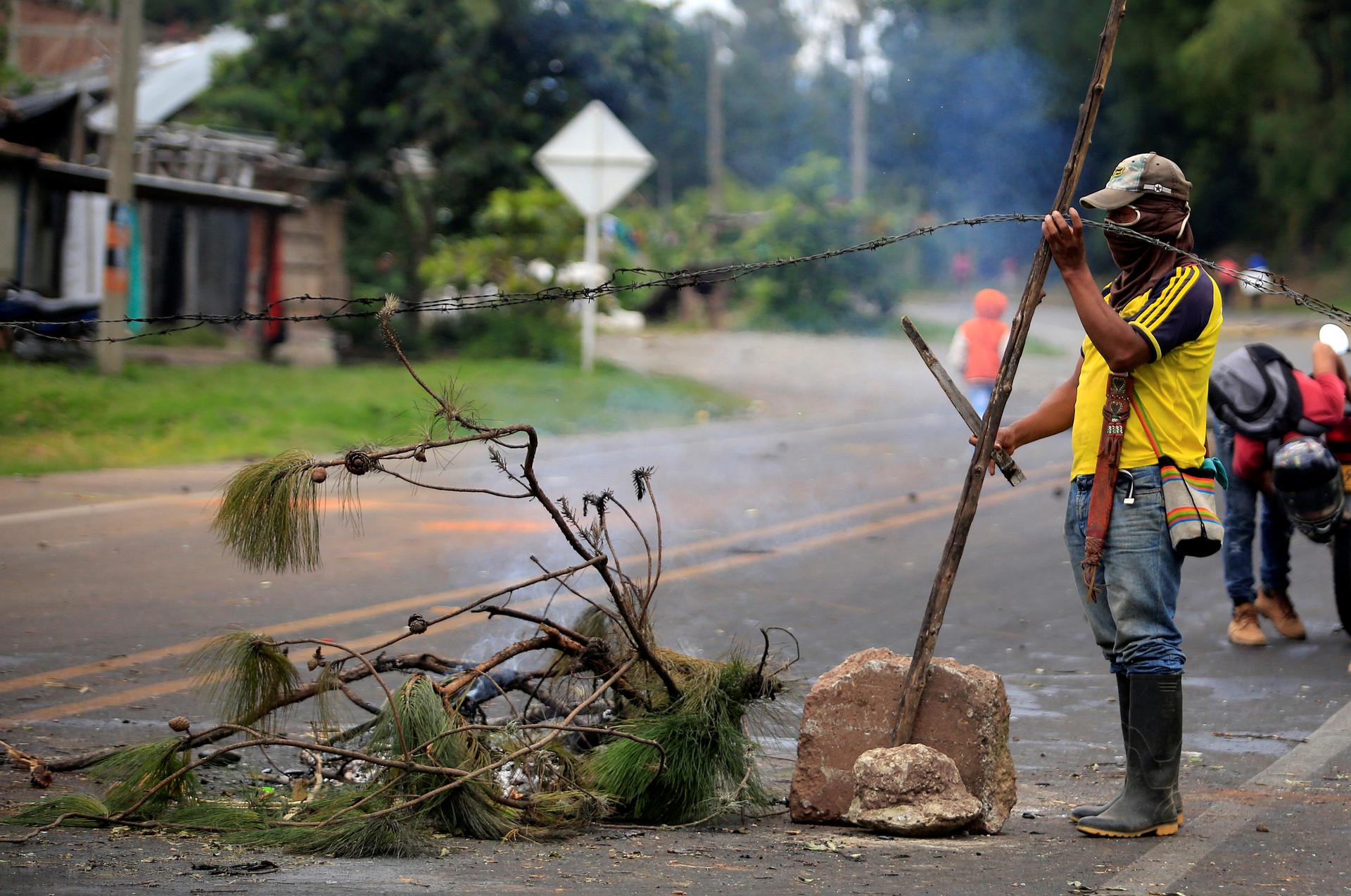 marcha atrás colombianas tetonas