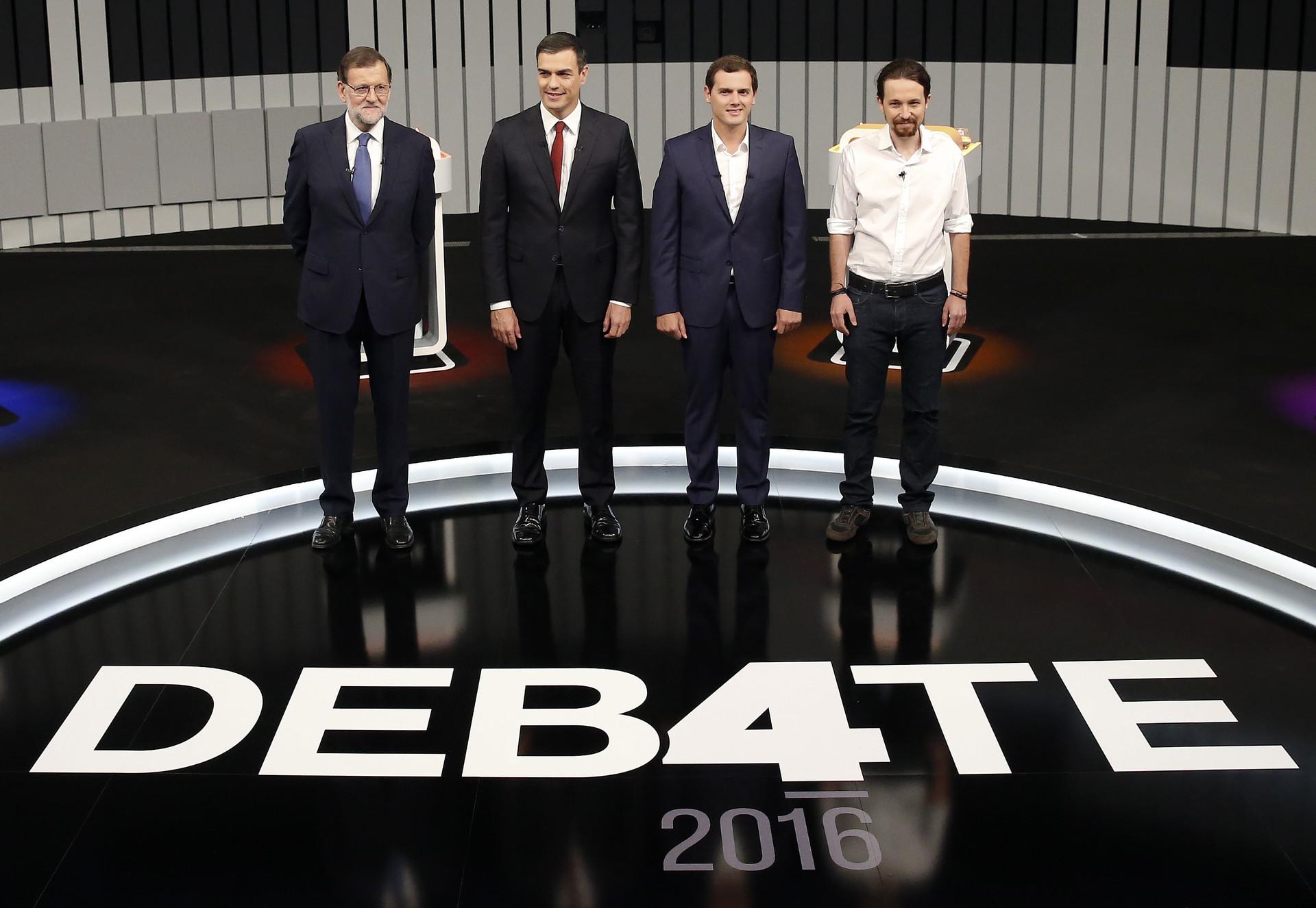 Los líderes de los cuatro principales partidos políticos de España (PP, PSOE, Ciudadanos y Podemos) posan antes del comienzo de su debate televisado en Madrid, España, el 13 de junio de 2016.