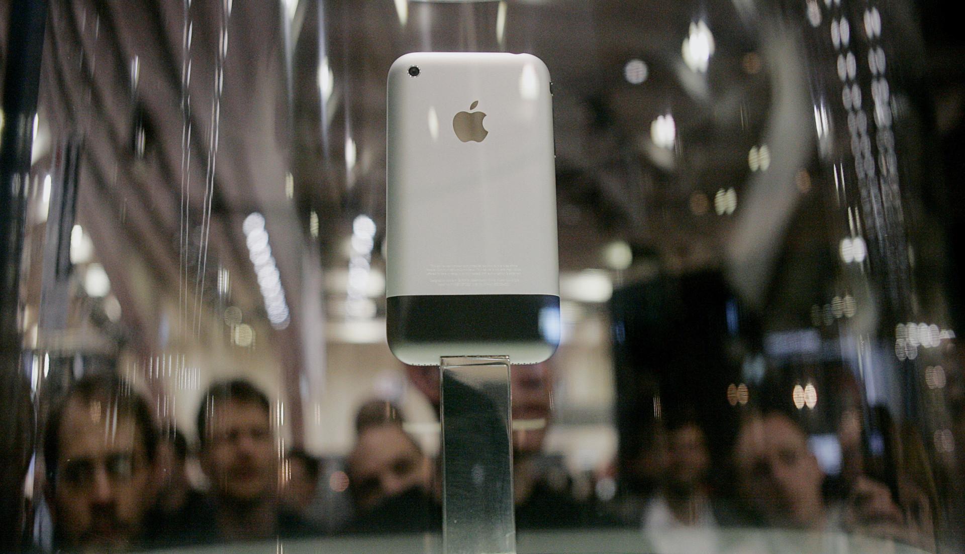 Uno de los primeros iPhones exhibido el 9 de enero de 2007