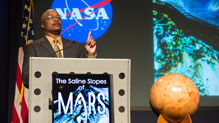 Portavoz de la NASA Dwayne Brown