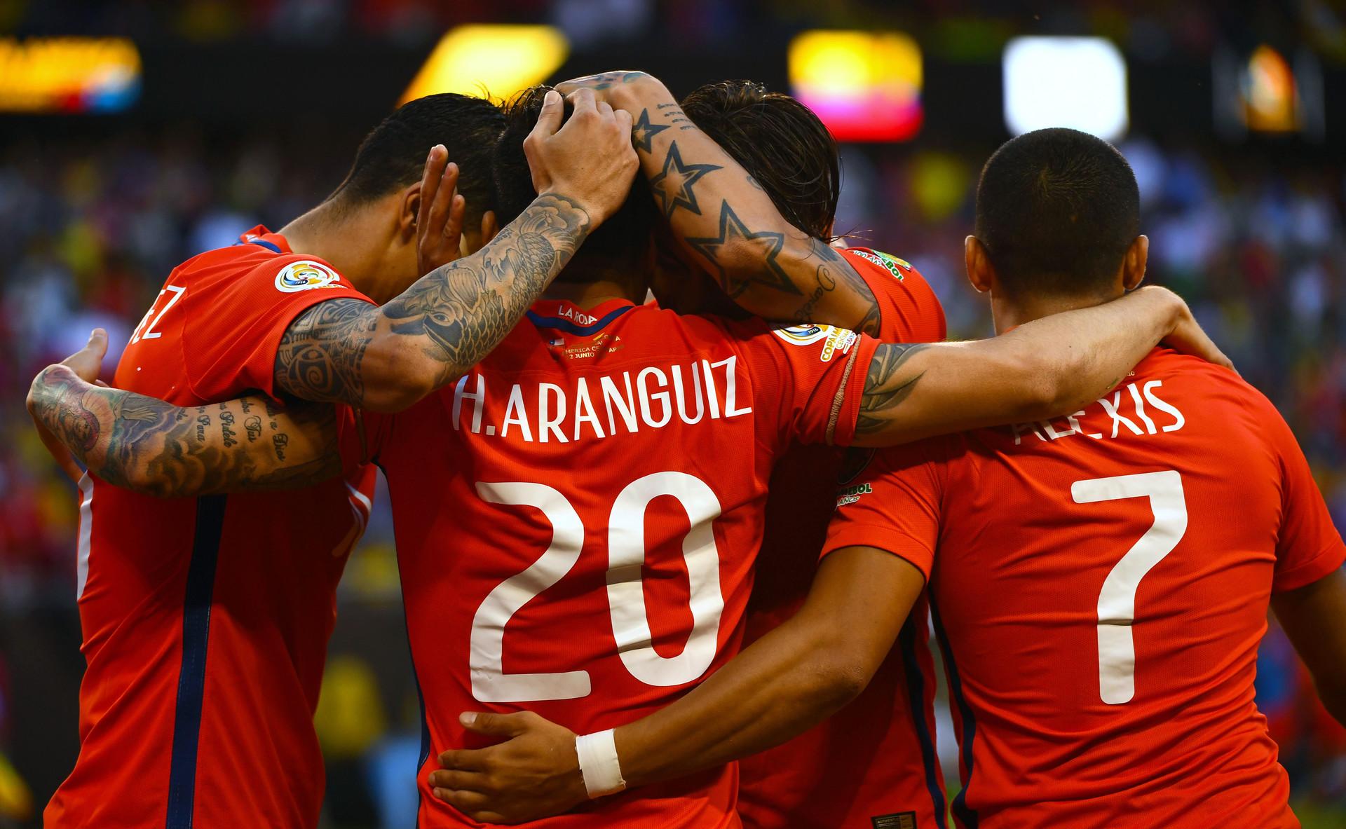 El equipo chileno celebra el primer gol frente a Colombia en las semifinales de la Copa América