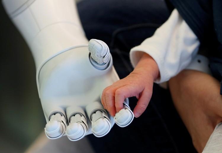 Nuevo robot androide Pepper diseñado para cuidar a pacientes / Bélgica