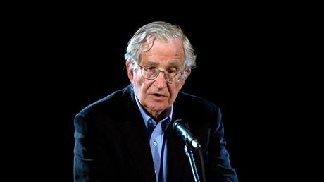 El lingüista y activista político estadounidense Noam Chomsky