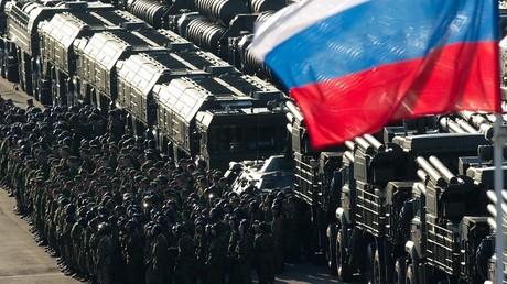 Técnica militar rusa expuesta en la Plaza Roja