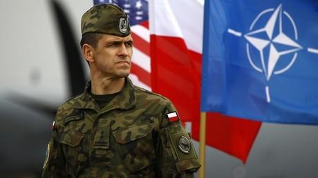 Un soldado polaco en la ciudad de Swidwin