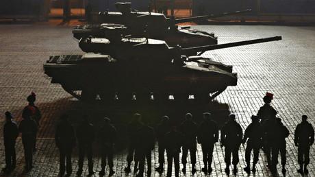 Dos tanques Armata en un ensayo en Moscú. 4 de mayo de 2015.