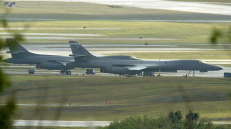 Dos bombarderos B-1 en la base aérea Andersen en la isla de Guam