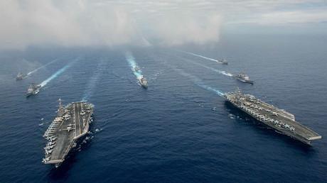 Los portaaviones USS John C. Stennis y USS Ronald Reagan participan en unos ejercicios militares en el mar de Filipinas, 18 de junio de 2016.