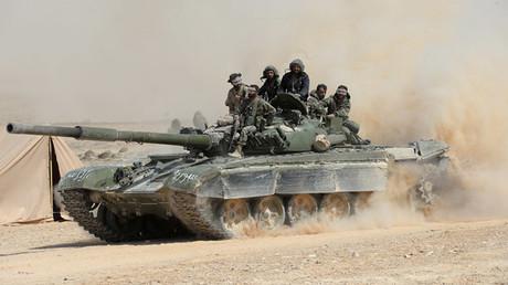 El Ejército sirio lleva a cabo, con el apoyo de grupos de defensa popular, una ofensiva en la ciudad de Al Qaryatayn, que está controlada por los terroristas.