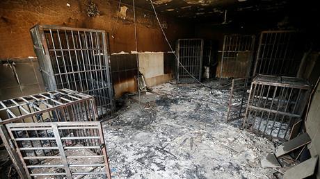 Celdas quemadas de una prisión del Estado Islámico en Faluya (Irak)