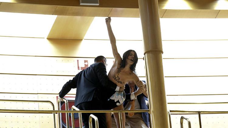 España: 5 activistas de Femen, a juicio por un 'topless'