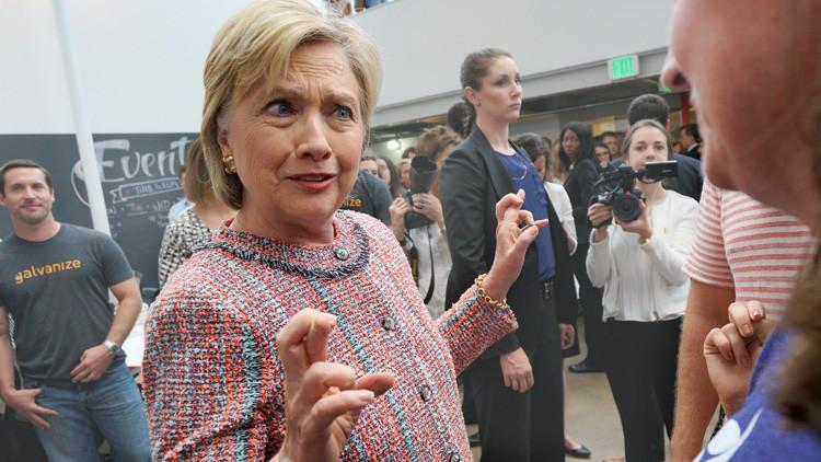 """Hillary Clinton da al FBI una """"entrevista voluntaria"""" sobre el escándalo de los correos electrónicos"""