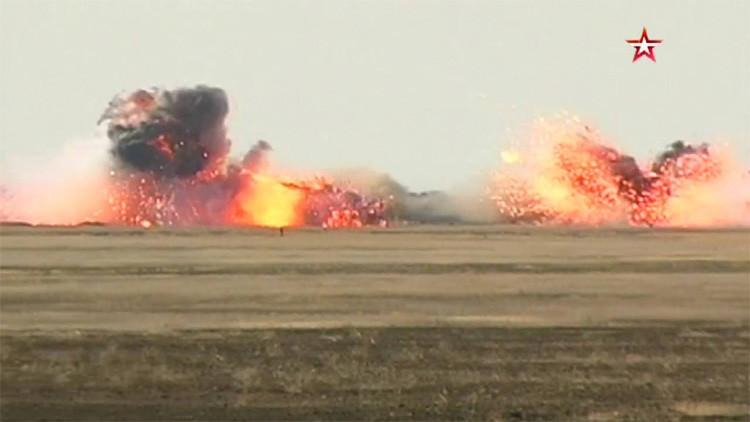 Impactante video de cazas rusos Su-34 en un ataque contra fuerzas terrestres y aeródromos
