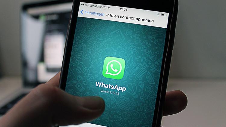 Motivos por los que WhatsApp podría expulsarte, en simples tarjetas
