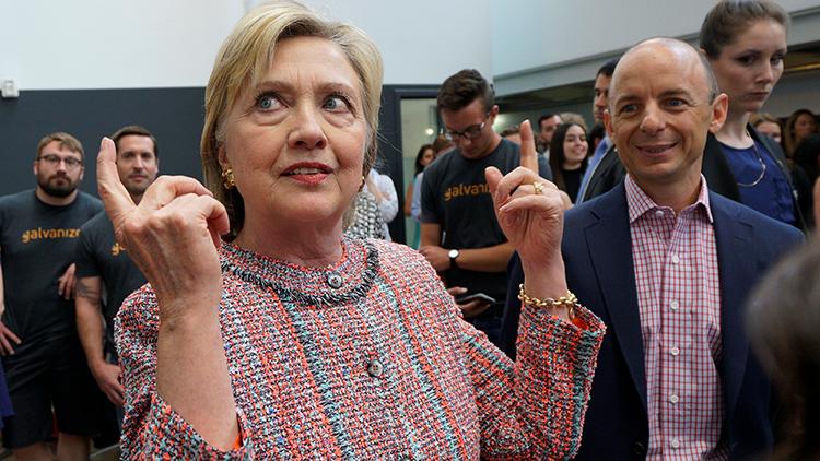 """""""Errática, incontrolable y violenta"""": un libro saca a la luz los trapos sucios de Hillary Clinton"""