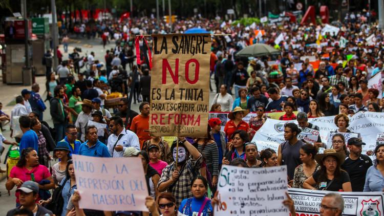 Con apoyo de familias y alumnos, el magisterio intensifica protestas en Ciudad de México
