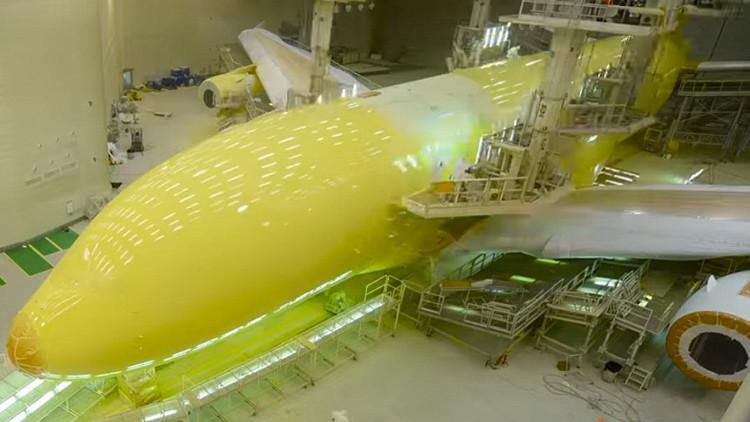 Dos semanas y una tonelada de pintura: video muestra el espectacular cambio de imagen de un A380