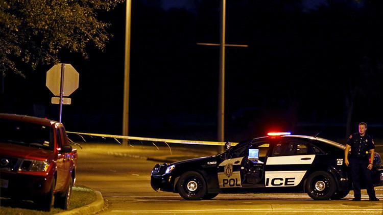 4 francotiradores dejan 5 policías muertos y varios heridos durante protestas en EE.UU.
