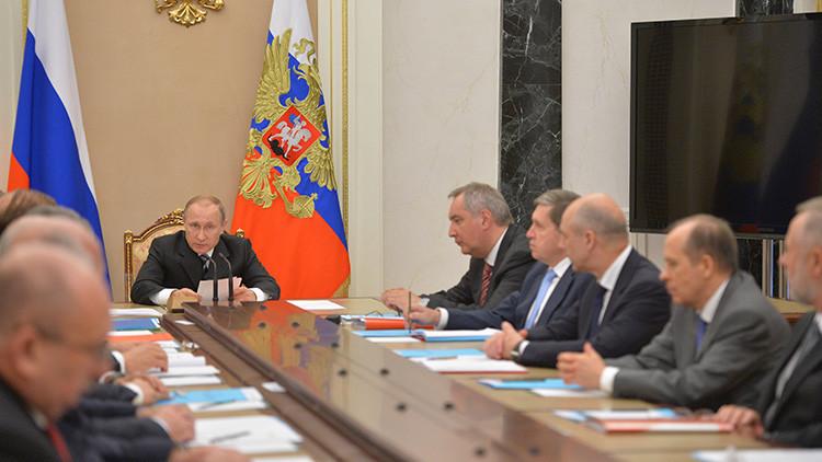 Vladímir Putin en una reunión de la comisión de cooperación técnico-militar de Rusia con Estados extranjeros