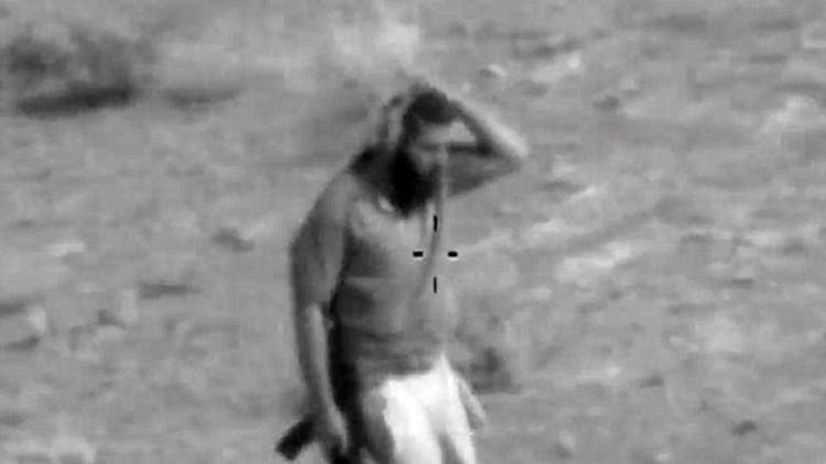 'Camuflaje' del Estado Islámico: video muestra cómo un terrorista se oculta de un helicóptero iraquí