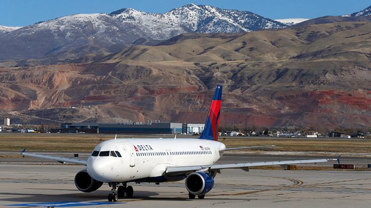 Un avión de pasajeros aterriza por error en una base militar de EE.UU.