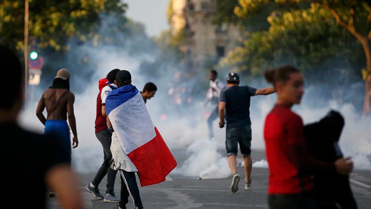 Fuego, agua, gas y lágrimas: Disturbios en París tras cierre de 'fan zone' de la Eurocopa (video)